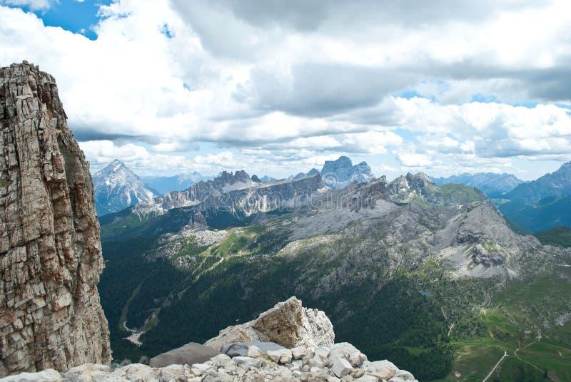 den storartade sikten från de 3000 meterna av den Monte lagazuoien, på dolomitesna, i Italien arkivbild