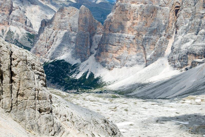 Den storartade sikten från Lagazuoien, på nästan 3000 meter av höjd royaltyfri fotografi