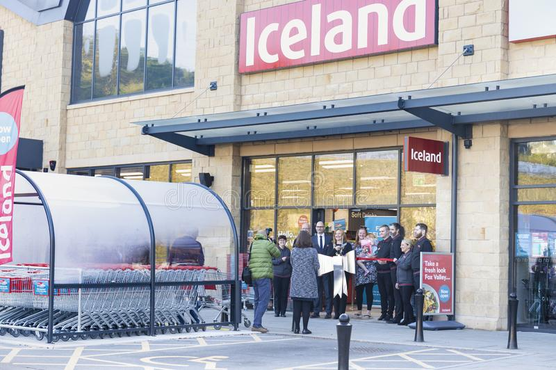 Den storslagna öppningen av den Island supermarket på rävdaldetaljhandel parkerar arkivbilder
