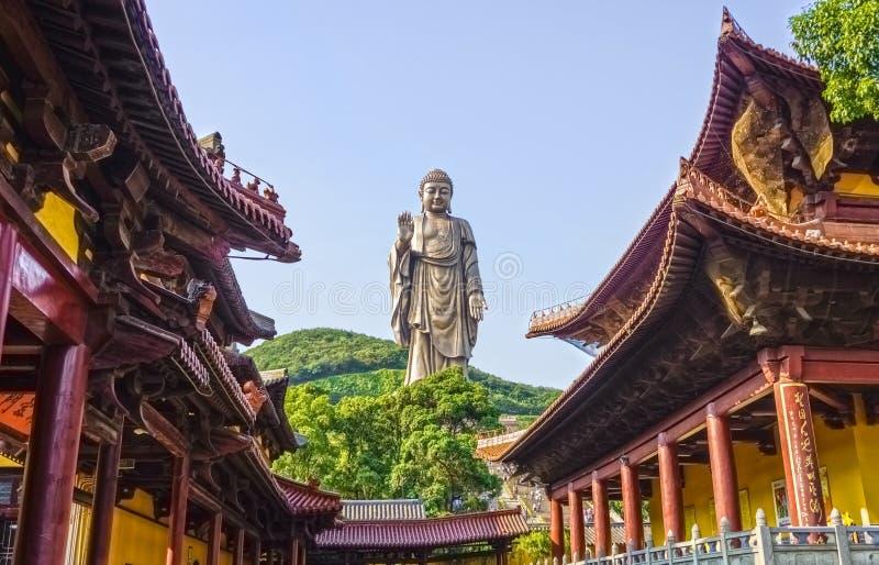 Den storslagna Buddhastatyn på Ling Shan arkivfoto