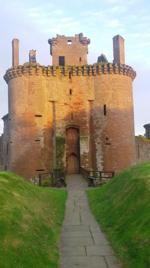 Den storslagna ingången till slotten arkivbilder