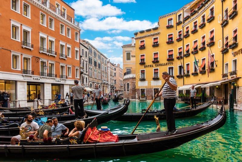 Den storslagna kanalen i den soliga dagen, Venedig, Italien arkivfoton