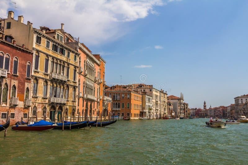 Den storslagna kanalen i Venedig Italien royaltyfria foton