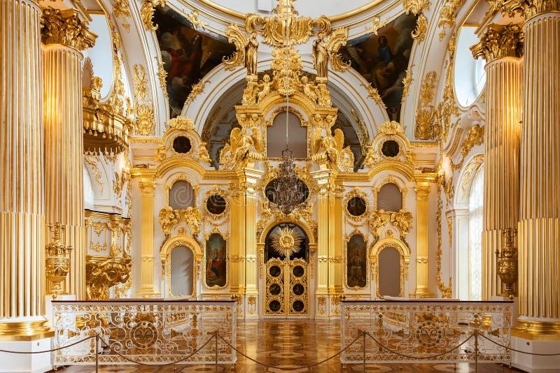 Den storslagna kyrkan av vinterslotten (statlig eremitboning) i St P royaltyfria foton