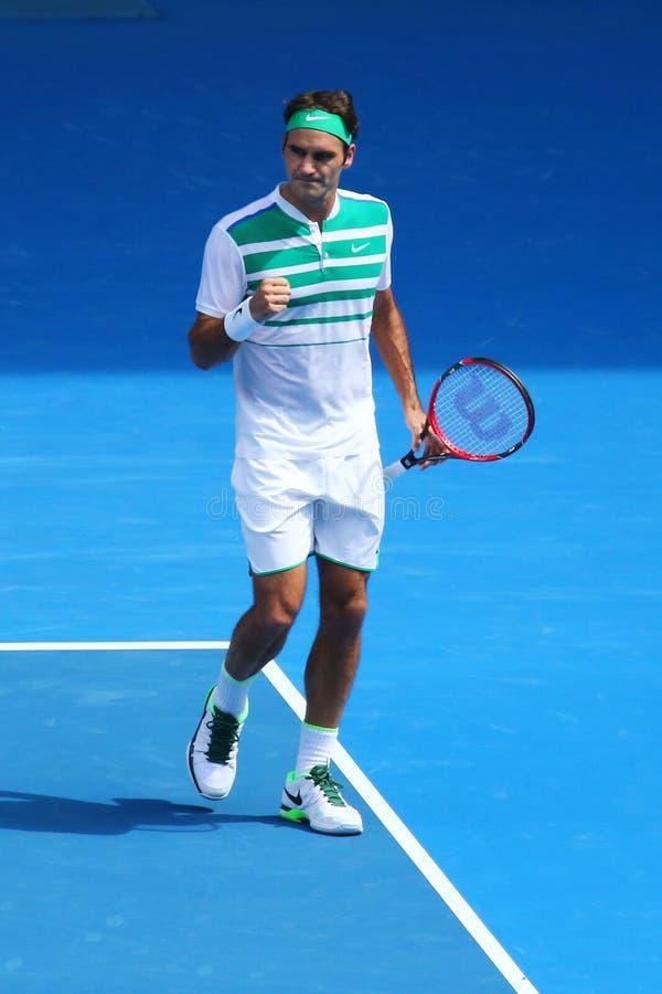 Den storslagna slamen för sjutton gånger öppnar mästaren Roger Federer av Schweiz i handling under kvartsfinalmatch på australier royaltyfria foton