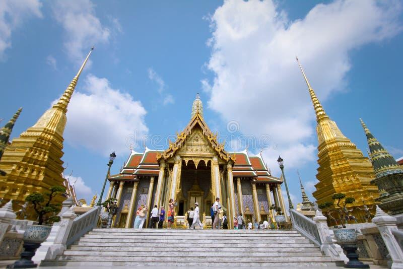 Den storslagna slotten och Emerald Buddha i Thailand arkivbild