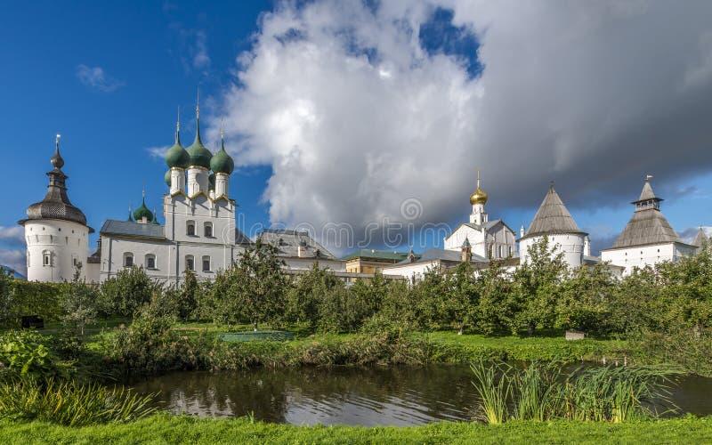 Den storstads- trädgården av den Rostov Kreml fotografering för bildbyråer
