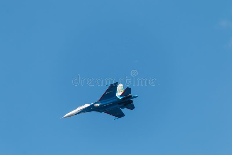 Den Sukhoi SU-30 flankeren-c, aerobatic lagryss adlar royaltyfri fotografi