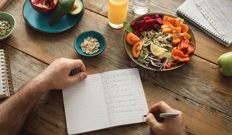 Den sunda livsstilen bantar sund mat för matmannen royaltyfri foto