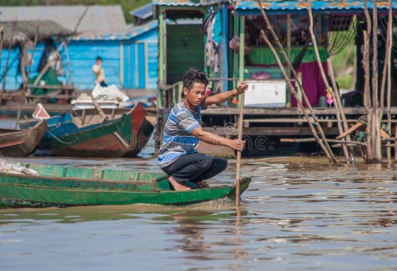 Den sväva byn av Tonle underminerar, Cambodja royaltyfri foto