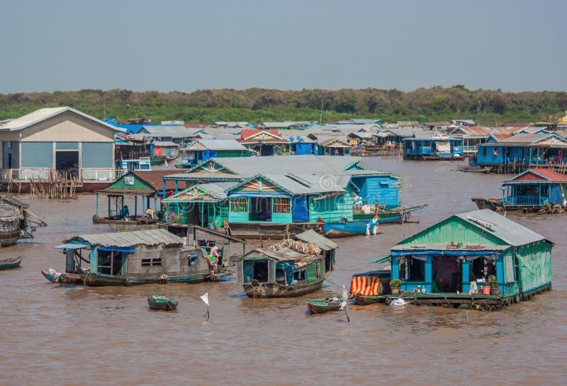 Den sväva byn av Tonle underminerar, Cambodja royaltyfria bilder