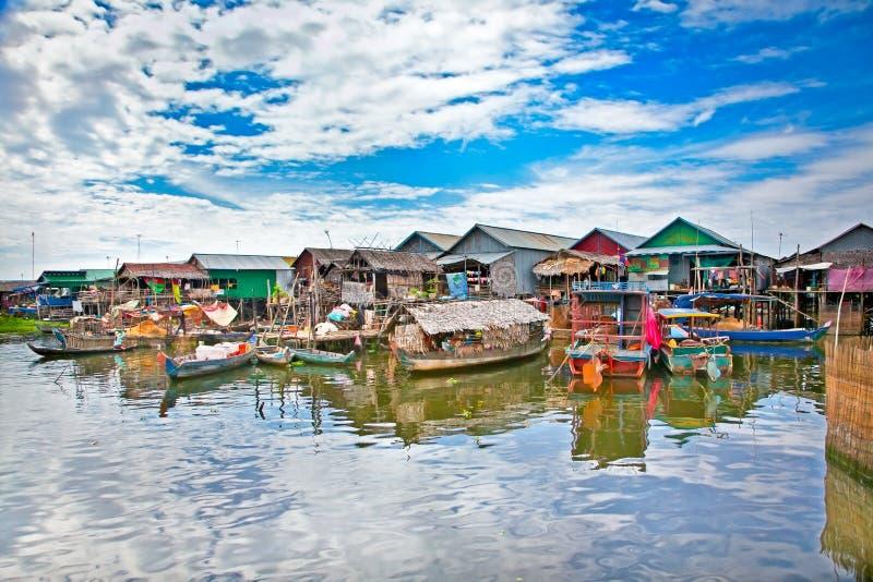 Den sväva byn på vattnet, Tonle underminerar sjön cambodia royaltyfri bild