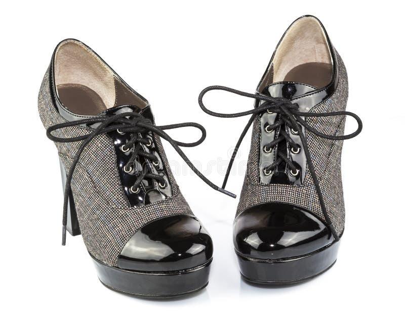 Den svart patent-läder ladyen snöra åt-ups kängor arkivfoton