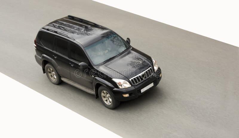 den svarta bilen kör snabb enorm suv arkivbild