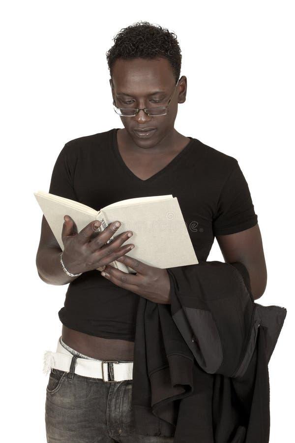 den svarta boken läser deltagaren royaltyfri bild