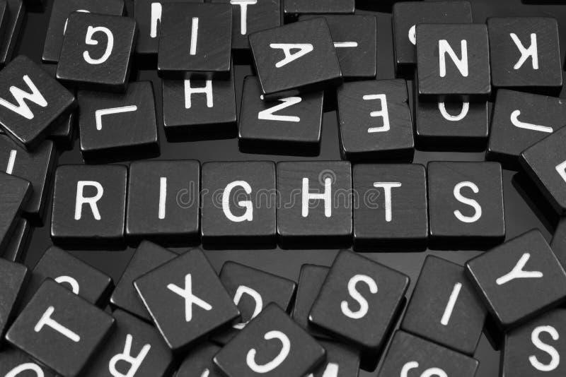 Den svarta bokstaven belägger med tegel att stava ordet & x22en; rights& x22; royaltyfri fotografi