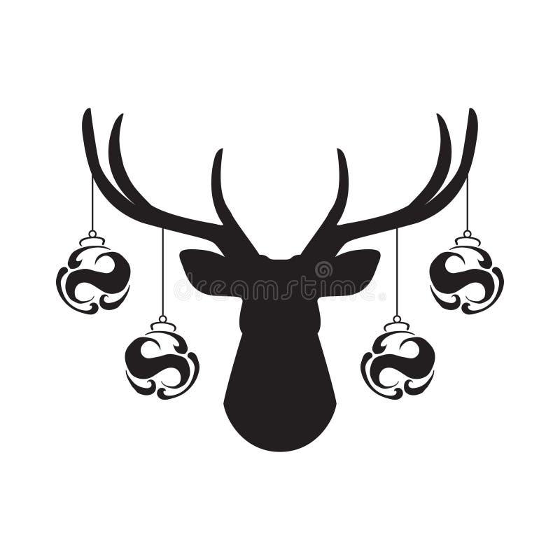 Den svarta konturn av hjortar head med horn på kronhjort, och med klumpa ihop sig leksaken för julträdet på horn plan symbol för  stock illustrationer