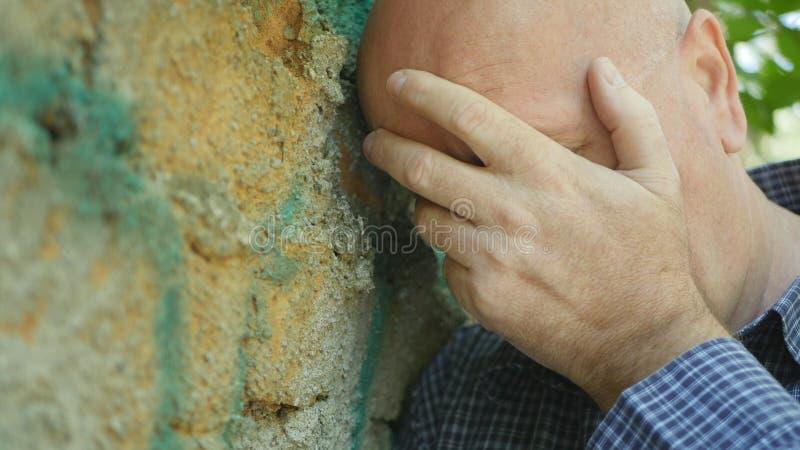 Den sviken och rubbningaffärsmannen Make Nervous Hand gör en gest royaltyfri foto