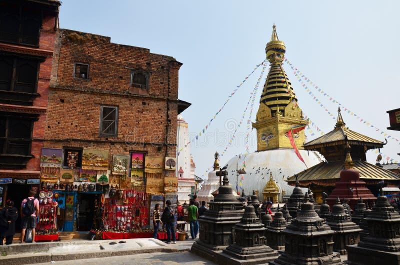 Den Swayambhunath templet eller apatemplet med vishet synar royaltyfri foto