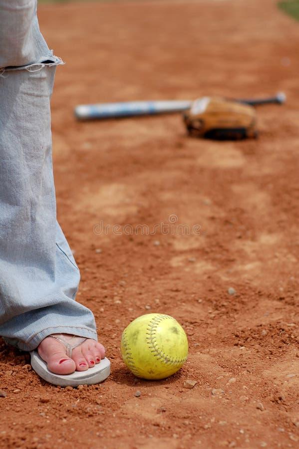 den täta flipen plumsar softball royaltyfria bilder