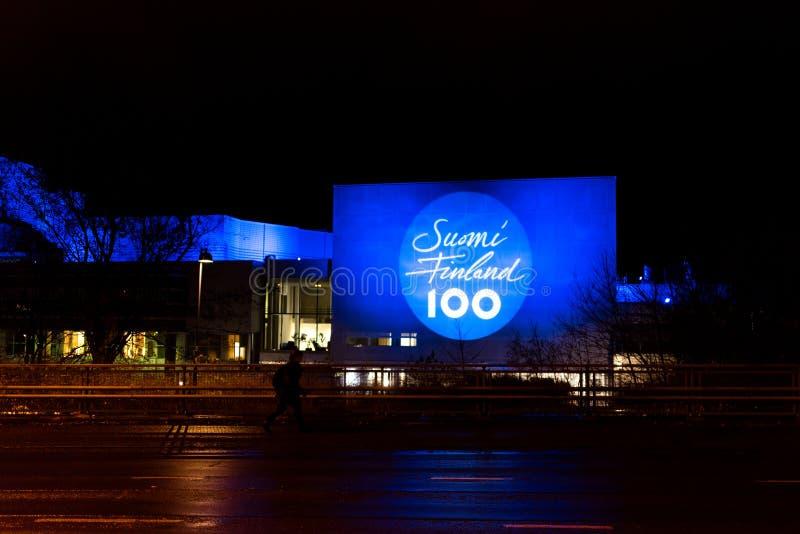 Den Tammerfors taloen tände upp för 100 år av finlandssvensk självständighet arkivfoton