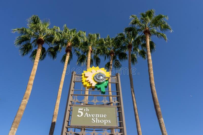 den 5th avenyn shoppar, i stadens centrum Scottsdale, Az arkivbilder