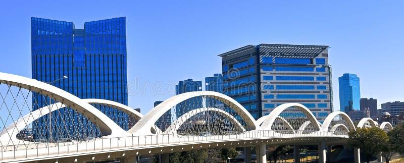 Den 7th gatabron i i stadens centrum Fort Worth, Texas arkivfoton