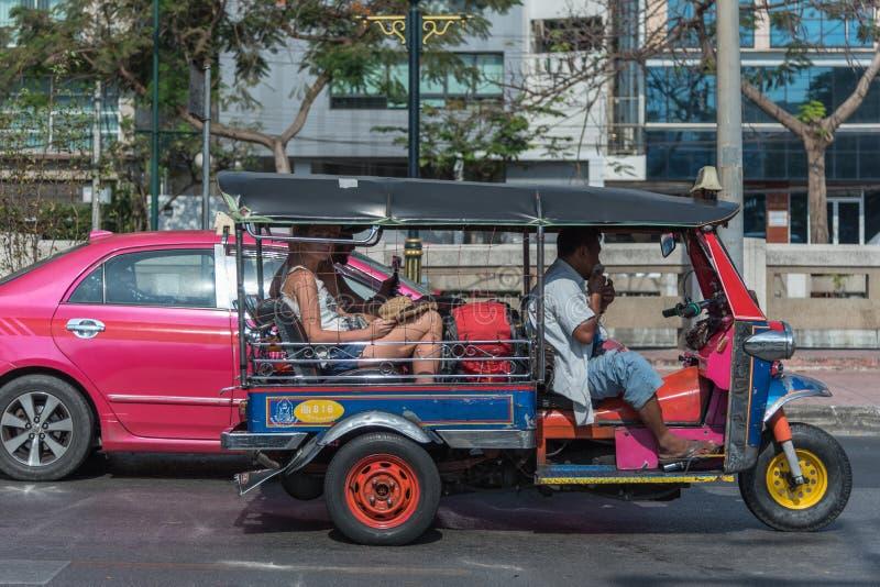 Den Thailand Tuk-Tuk taxien är en trehjuling arkivfoto