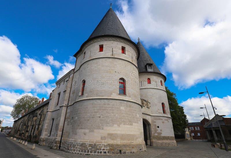 Den tidigare biskops- slotten i Beauvais Beauvais ?r en historisk domkyrkastad i den nordliga franska regionen av Picardy arkivfoton