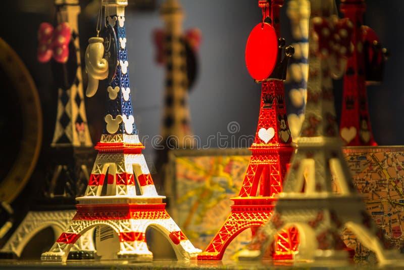 Den tipical souvenir av Paris royaltyfri foto