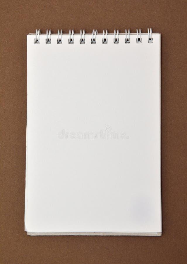 Den tomma notepaden med spiral - begränsa royaltyfria foton