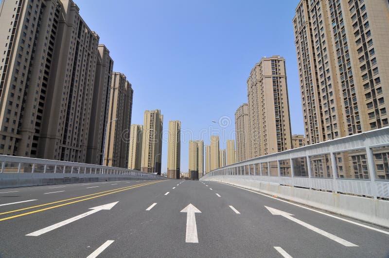 Den tomma stadsvägen arkivfoton