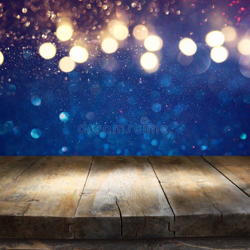 Den tomma tabellen av blått blänker framme ljusbakgrund arkivfoton