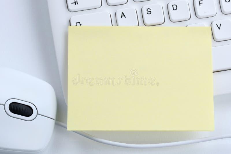 Den tomma tomma brevpapperanmärkningen noterar affärsidécopyspacekopian royaltyfri bild