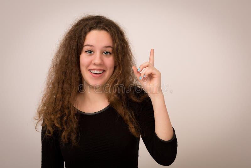 Den tonårs- flickan har en briljant idé royaltyfria foton