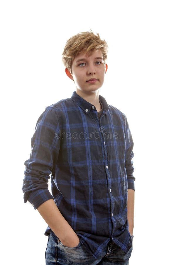 Den tonårs- transgenderpojken poserar royaltyfri fotografi