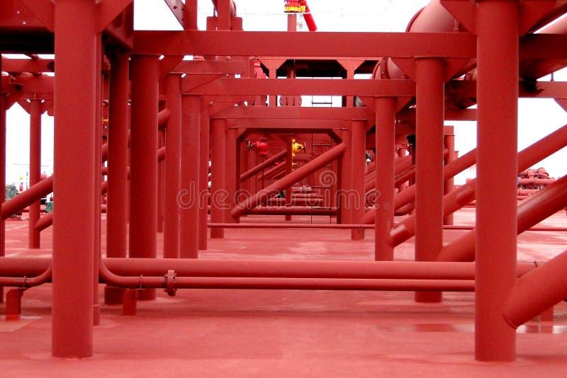 Den toppna tankfartyget VLCC kombinerade rörledningstenten på däck arkivfoto