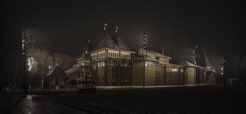 Den träkungliga slotten av tsar Alexei Mikhailovich royaltyfria foton