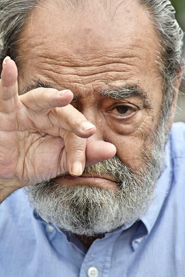 Den Tränen nah älterer Mann stockfotos