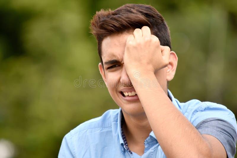 Den Tränen nah Jugendlich-Mann stockbilder