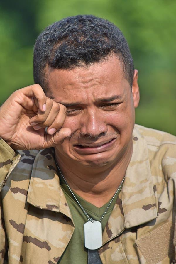 Den Tränen nah männlicher Soldat stockfotografie