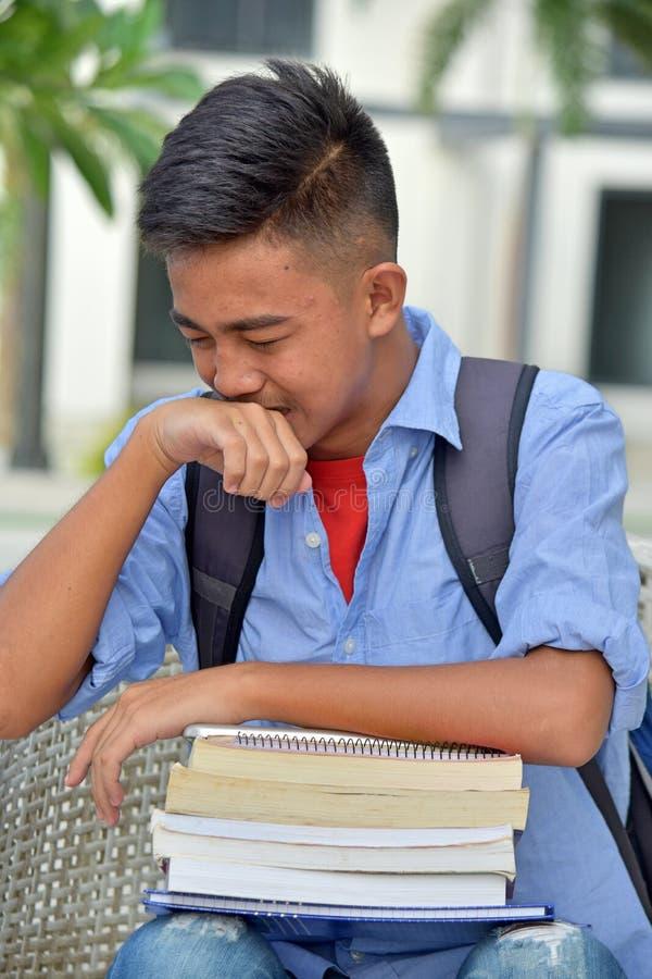 Den Tränen nah männlicher Student lizenzfreie stockfotos