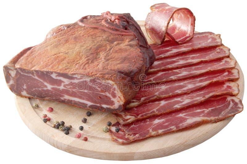 Den traditionella bulgaren torkade kött, röd peppar och svartpeppar I arkivbild