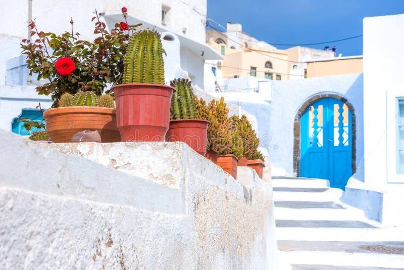 Den traditionella byn av Pirgos, Santorini fotografering för bildbyråer