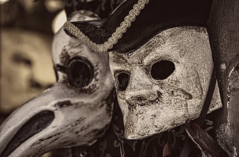 Den traditionella härliga Venetian maskeringen för deltagande i karnevalet arkivbilder