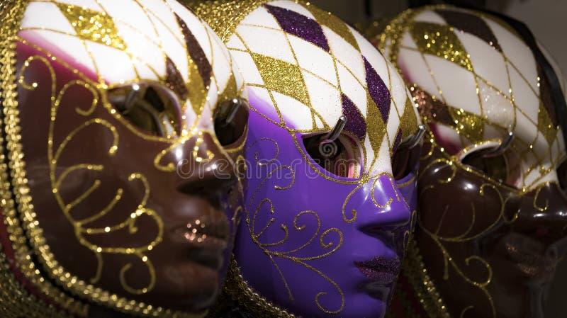Den traditionella härliga Venetian maskeringen för deltagande i karnevalet royaltyfri foto