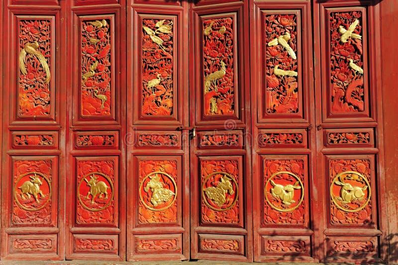 Den traditionella kinesen utfärda utegångsförbud för arkivfoton