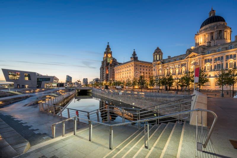 Den tre gracerna på Liverpools strand royaltyfri bild