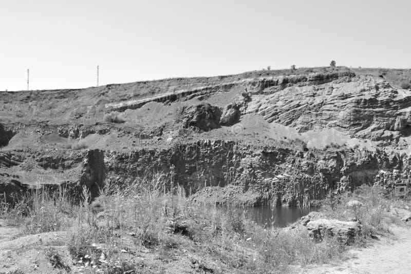 Den trevliga basaltet vaggar kolonnen är vulkanisk vaggar utlöpare i form av den columnar basaltet som lokaliseras i Racos, Rumän fotografering för bildbyråer