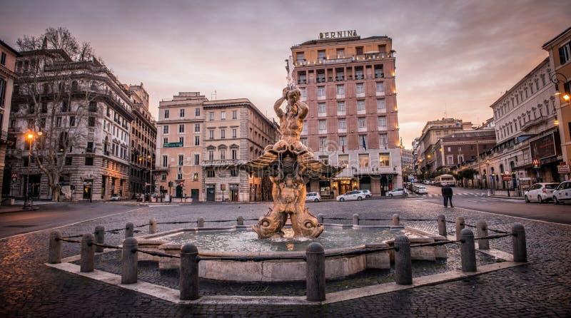 Den Triton springbrunnen på piazza Barberini, Rome arkivbilder